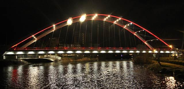 Łatwiej zmienić most, niż jego barwy